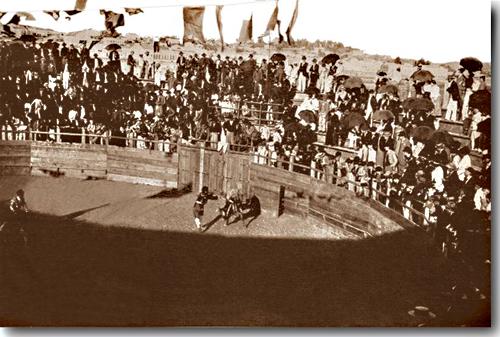 Arquibancadas Populares em dia de Tourada - 1904